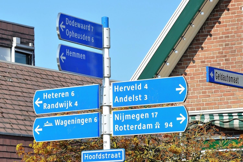 gemeente Overbetuwe, verkeersbord met dorpskernen zoals Heteren en Randwijk