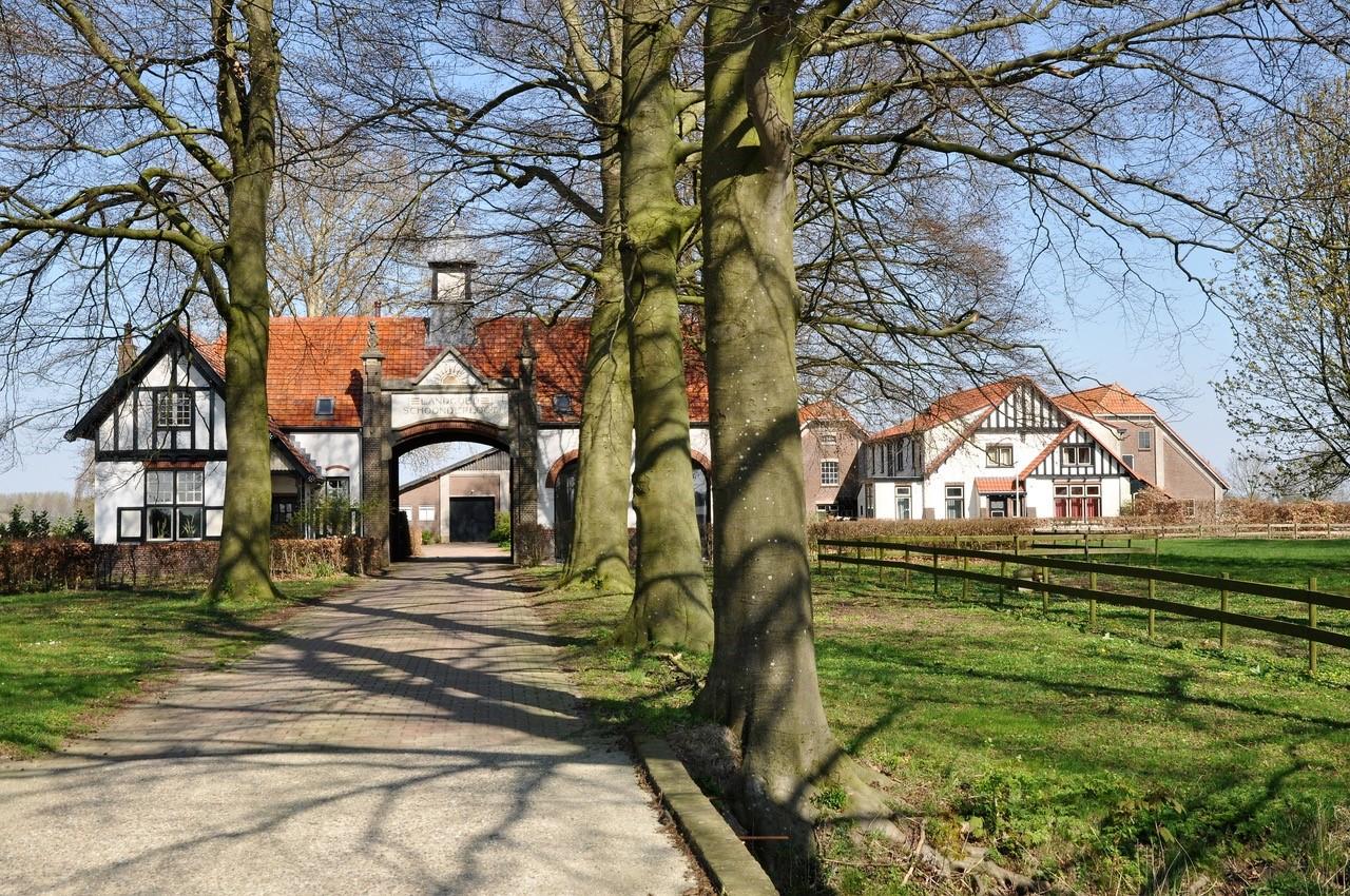 monumentale boerderij tussen Elst en Homoet